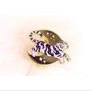 gold tiger pin